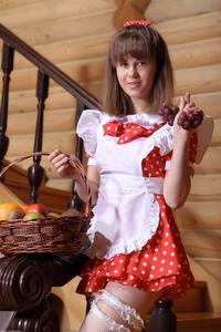 http://img276.imagevenue.com/loc250/th_105311302_tduid300163_Silver_Sandrinya_maid_1_084_122_250lo.JPG