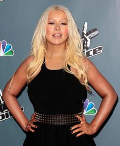 [Fotos+Videos] Christina Aguilera en la Premier de la 4ta Temporada de The Voice 2013 - Página 4 Th_985841910_Christina_Aguilera_27_122_538lo
