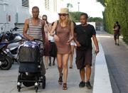 th_075526772_Celebutopia_NET.Doutzen_Kroes_relaxing_in_Miami_Beach.03_24_2011.HQ.13_122_577lo.jpg